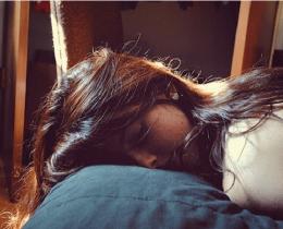 Menina dormindo em paz